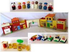 "Near Complete: Vintage 1973-77 FISHER-PRICE ""PLAY FAMILY VILLAGE"" #997"