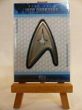 Star Trek Into Darkness relic uniform badge card B18 John Cho as Sulu