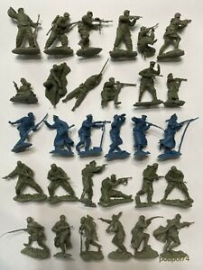PLASTIC PLATOON  Complete collection of Soviet soldiers 5 sets 1:32