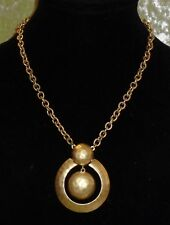 NECKLACE WITH A GOLD CHAIN AND PENDANT