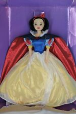 DISNEY Snow White Classic Doll Collection Exclusive Red Shimmer Cape Yellow