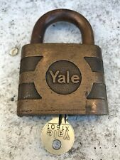 WORKING VINTAGE SOLID BRASS LARGE PADLOCK YALE WITH ONE KEY