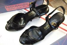 REAL NICE VINTAGE NATURALIZER BLACK PATENT LEATHER LOW HEELS  Size 6 M