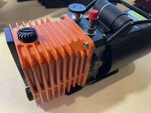 Alcatel 2002BB Vakuum Pumpe ELNOR V7360