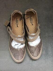 ladies Size 7 Wide Fit Shoe