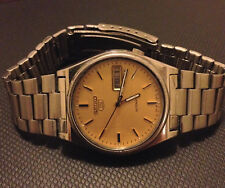 STUNNING VINTAGE 7009 SEIKO 5 AUTOMATIC,  GOLD FACE, 17 JEWELS MENS WATCH