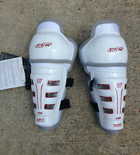 "CCM U+Fit 03 Youth Shin Guards / Pads 8"" 20cm"