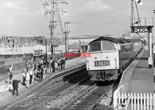 PHOTO  KIDS WAVING TO WESTERN CLASS LOCO AT THATCHAM RAILWAY STATION 1971