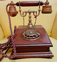 Telefono vintage in legno a disco riproduzione oggetto da collezione