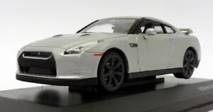 Road Signature 1/43 Scale 43203 - Nissan GT3 (R35) - Silver