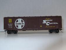 HO-Roundhouse- 50' SantaFe Express Box Car/Kadee Coupler