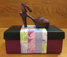 2000 -Just The Right Shoe Figurine-Late For A Date- 25065