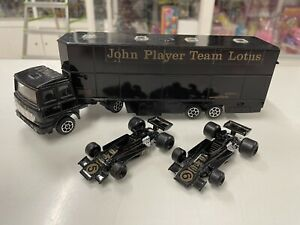 PORTAUTO POLISTIL  RJ 101 1:55 JOHN PLAYER TEAM LOTUS CON DUE VETTURE .