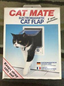 CAT MATE Electromagnetic Cat Flap White
