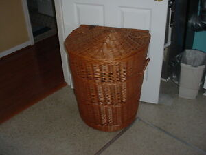 Rattan Wicker Hamper with a Clam Shell style lid & Handles - Item 103