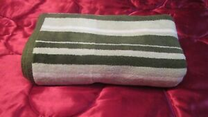 """Threshold Green Striped Bath TOWEL 52"""" x 28"""" Made in India 100% cotton"""