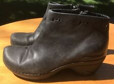 """Patagonia Women's Black Leather Side Zip Ankle """"Better Clog Boot"""" Size 5M US"""