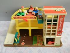 VTG 1970 Fisher Price Little People Play Family Action Garage #930 (Box5)