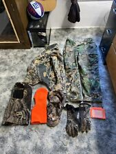 New listing Hunting camo clothes large jean jacket and medium jeans hats/gloves