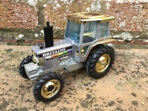 BRITAINS FORD 5610 ANNIVERSARY TRACTOR MODEL 1/32 SCALE RARE, FARM LAYOUT