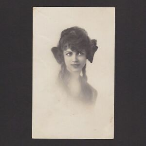 Vintage postcard, Young girl, Posted in 1925 Netherlands