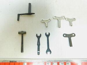 BE905-0,5# Schuco Uhrwerkschlüssel No 1+2 / Werkzeug - 8 Teile; s.g.