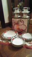 TIENSHAN DECK THE HALLS POINSETTIA PATTERN 20 PC!!! CHRISTMAS SERVICE FOR 4 NICE