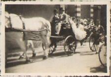 77 FONTAINEBLEAU PHOTO MARIAGE OU CAVALCADE EN CALECHE 1946