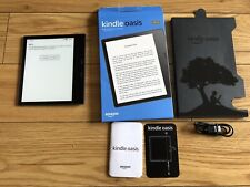 Kindle Oasis. Waterproof. 8GB WIFI. Graphite. Mint Condition. With 3 Cases.