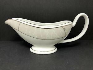 Waterford Fine China LISETTE - GRAVY SAUCE BOAT - mint