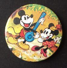 Vintage Badge MICKEY MOUSE Minnie DISNEY 3.5cm Pin GUITAR Dancing B004