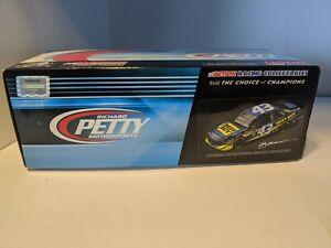 #43 Richard Petty 1/24 Action NASCAR Diecast Car