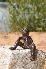 Frosch aus Gusseisen aufs Bein gestützt  Deco Garten  Braun Figur Skulptur