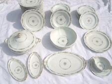 Service de table porcelaine Royale Limoges motif floral signée d'Artois