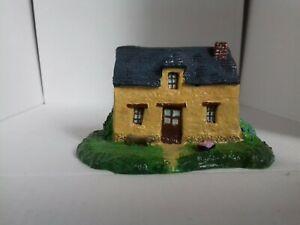 Maison miniature en résine peinte main Ille Et Vilaine maquette train creche dec