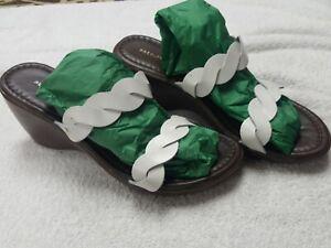 PREDICTIONS Wedge Women Brown and white Sandals Size 8.5 Slip On Slides Platform