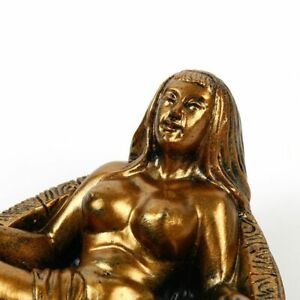 Resin Statue Love Craft Nude Lady Art Retro Ashtray Sculpture Home Bar Decor