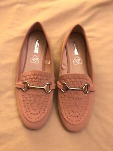 Ladies Flat Shoes Size 5 (NEW)