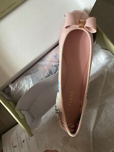 Ted Baker Flat Bow Pumps in Nude Size 6/49