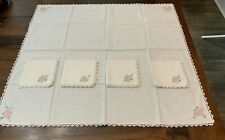"""VINTAGE 34"""" X 37"""" TABLECLOTH AND 4 MATCHING 13"""" X 13"""" NAPKINS - VERY NICE"""