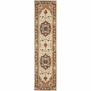 Safavieh Chelsea Heriz Red / Ivory Wool Runner 2' 6 x 10'