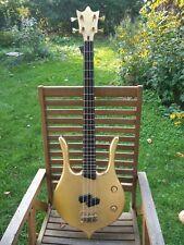 E-Bass, 4-Saiter. Einzelstück  mit aktiven EMG P-Bass PUs