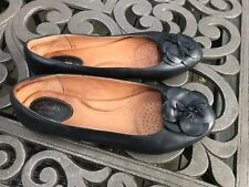 Nice Women's Flat Clarks Black Leather  Shoes Size 9M