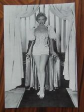 MARILYN MONROE POSTCARD 1951 We're not Married beauty queen (Zoetrope)