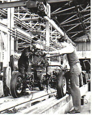 MG Chassis on factory assembly line b/w Press Photo No. 36467 MG Model not known