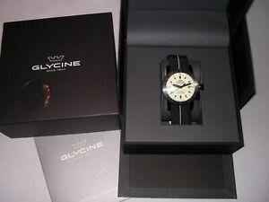 Glycine Airman Worldtimer GL0142 Leuchtzifferblatt - 24H GMT Armbanduhr in OVP