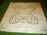 """SWEET VINTAGE COTTON EMBROIDERED FLORAL CUTWORK  TABLECLOTH- 31 x 32"""""""""""