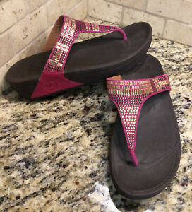 FITFLOP FUCHSIA PINK LEATHER GOLD STUDDED THONG FLIP FLOPS WOMENS SIZE 9 SANDALS