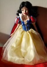DISNEY PRINCESS SNOW WHITE PORCELAIN KEEPSAKE DOLL 13""