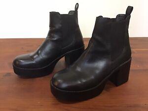 Lipstik Boots Size 8